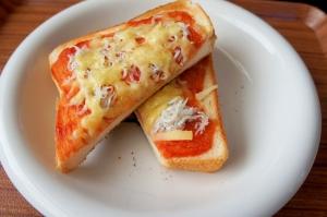 幼児食に☆簡単しらすのピザトースト