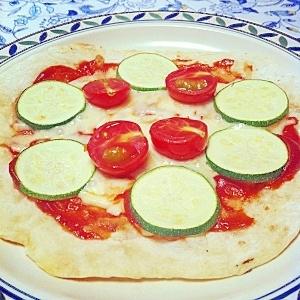 *簡単!ズッキーニとトマトのピッツァ♡