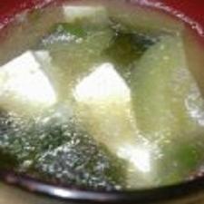 ☆彡冷しゃぶの茹で汁を再利用☆彡ナスと豆腐の味噌汁