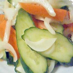 きゅうりとにんじんの新たまねぎのサラダ