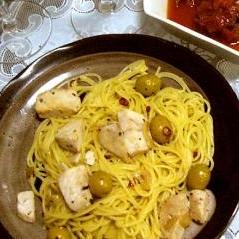 白身魚とオリーブのペペロンチーノ