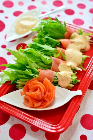 パーティにお花咲く♪スモークサーモンと水菜のサラダ