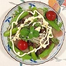 レーズン、生ハム、アスパラ、リーフレタス のサラダ