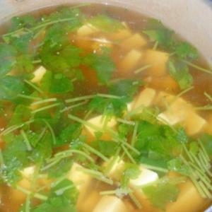 みつ葉、椎茸、豆腐のすまし汁