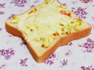 コールスローの残りで簡単チーズトースト