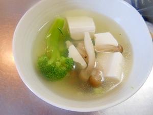 ブロコ・しめじ・豆腐のコンソメスープ