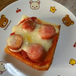 トマトソースとウインナーのピザ風トースト