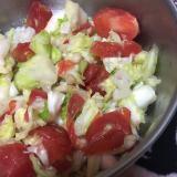 トマトとキャベツのしっとりべったら漬けサラダ