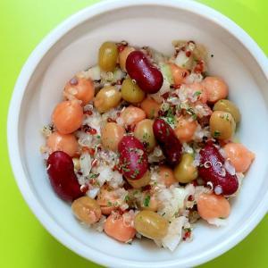 キヌア(雑穀)とミックスビーンズ(豆)のサラダ