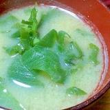 ネギの青い部分と大根の葉の味噌汁