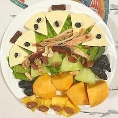 クリームチーズとメロン、柿、パインのおつまみサラダ