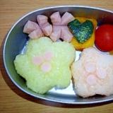 園児のデコ弁☆ピンクと黄色のお花のおにぎり弁当