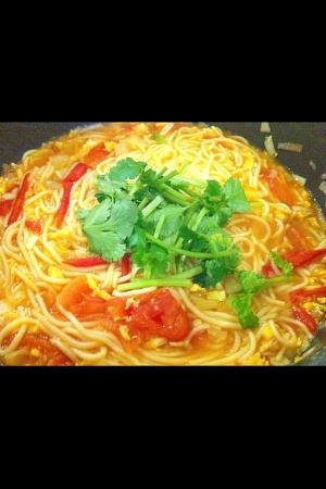 トマトと卵のトウモロコシ麺