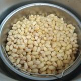 圧力鍋で簡単、蒸し大豆