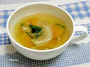 カボチャと玉ねぎのコンソメスープ