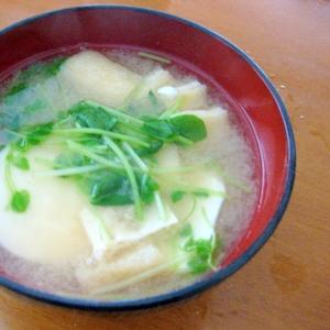 豆苗と油揚げと豆腐のお味噌汁♪