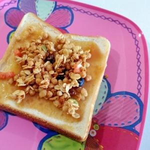 おやつトースト☆フルグラピーナッツクリームトースト