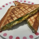 卵と野菜のホットサンド