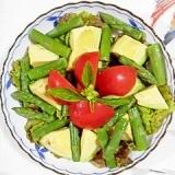 自家栽培のサニーレタスとアスパラのサラダ