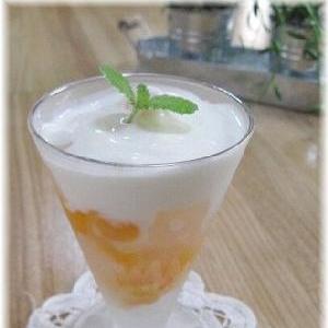 ナタデココとオレンジのヨーグルト