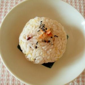 【お手伝いレシピ】鮭とプチプチごまのおにぎり
