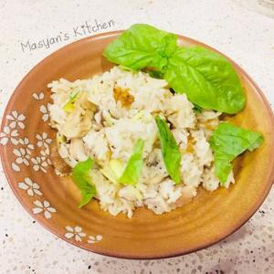 干し椎茸と干し舞茸、鶏肉とハーブの炊き込みご飯