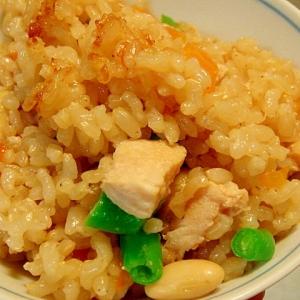 大豆と鶏肉、人参、インゲンの炊き込み玄米ご飯