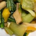 パプリカ、チンゲンサイ、エリンギの炒め物
