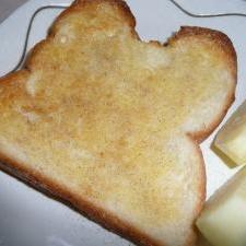 シンプルだけどおいしい☆ 塩こしょうトースト