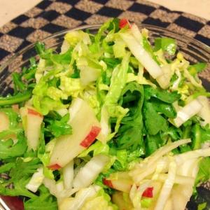白菜りんごの春菊の亜麻仁油和え