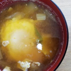 白菜、卵の味噌汁