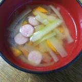 きゅうりと人参とウインナーのダシダスープ