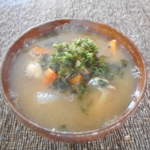 大根とキノコと地海苔の味噌汁