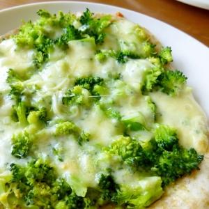 玄米シートでブロッコリーのピザ