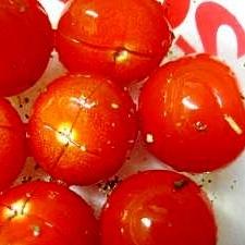 ハーブ香る、ミニトマトのマリネ