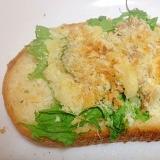 わさび菜とツナとパン粉のフランスパントースト