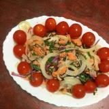 赤水菜と鮭の水煮缶と新玉ねぎのミニトマトサラダ!