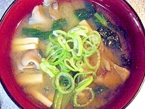 小松菜と舞茸と高野豆腐のお味噌汁