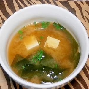 豆腐・わかめの味噌汁