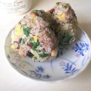 小松菜とたくあんの彩りおにぎり♪