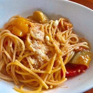 パプリカ、ズッキーニ、トマト パスタ!スパゲッティ