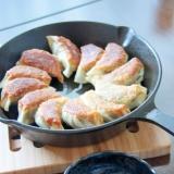 スキレットでカリカリ『鉄鍋餃子』