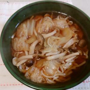 白菜とシメジの醤油ラーメン