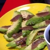 アボチョビ♪アボカド+アンチョビの美味しいおつまみ