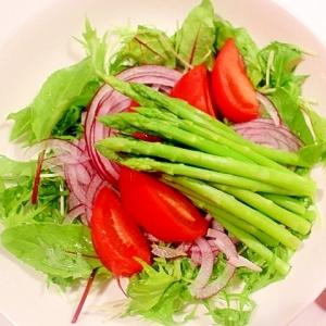 ドレッシングに香りを追加!アスパラと紫玉葱のサラダ