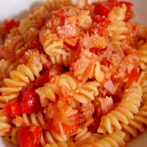 ハムとひき肉のトマトパスタ
