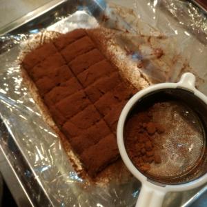 レンジで簡単♪混ぜるだけで出来ちゃう生チョコレート