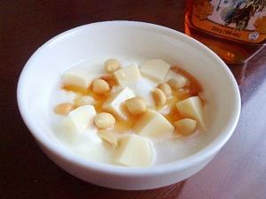 むちっ豆乳ゼリーとナッツのメープルバニラヨーグルト