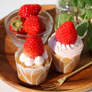いちごのミニカップケーキ