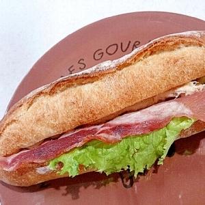 ピリ辛ベーコンツナのカスクートサンドイッチ